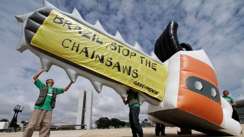 Protesto do Greenpeace contra a votação sobre o Novo Código Florestal Brasileiro em Brasília