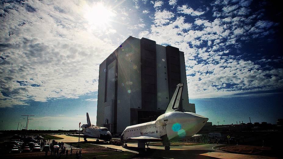 O ônibus espacial Endeavour será transferido para o Centro de Ciências da Califórnia em uma exposição permanente e o ônibus espacial Atlantis será mantido no Centro Espacial no Cabo Canaveral