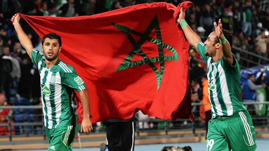 Jogadores do Raja Casablanca comemoram após a vitória contra o Atlético MG, partida válida pela semifinal do Mundial de Clubes da Fifa 2013, no estádio da cidade de Marrakech em Marrocos, nesta quarta-feira (18)
