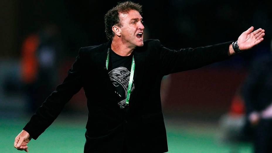 O técnico Cuca durante a partida entre Atlético MG e Raja Casablanca válida pela semifinal do Mundial de Clubes da Fifa 2013, no estádio da cidade de Marrakech em Marrocos, nesta quarta-feira (18)