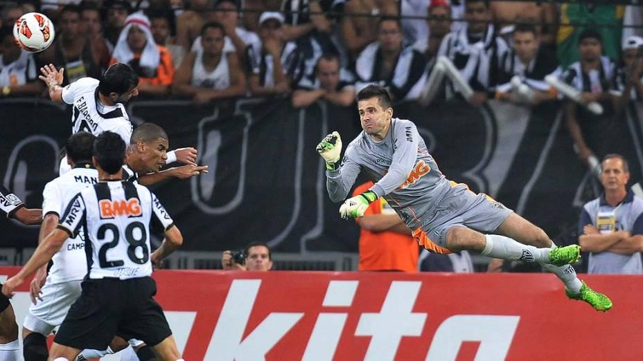 Vitor durante partida entre Atlético MG e Olimpia, válida pela final da Libertadores 2013, no Estádio do Mineirão, em Belo Horizonte