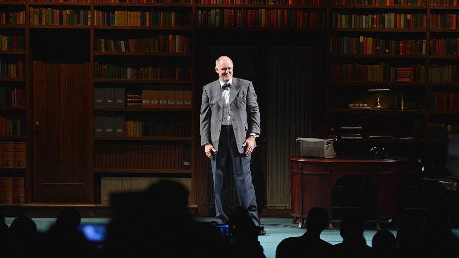 "Ator John Lithgow na peça da Broadway ""The Columnist"""