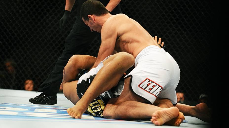 O australiano Anthony Perosh vence o brasileiro Vinícius Magalhães no Ultimate Fighting que volta ao Rio de Janeiro (RJ), para o evento UFC 163, ou simplesmente UFC Rio 4