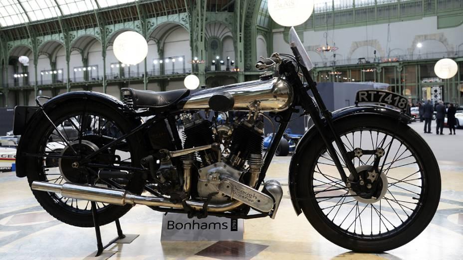 Moto clássica Brough Superior SS100 996cc (1934) é exibida em leilão no Grand Palais, França