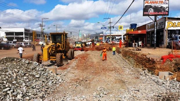 Avenida da FEB, na saída do aeroporto de Cuiabá (MT) é o principal gargalo da cidade por causa do obras do VLT