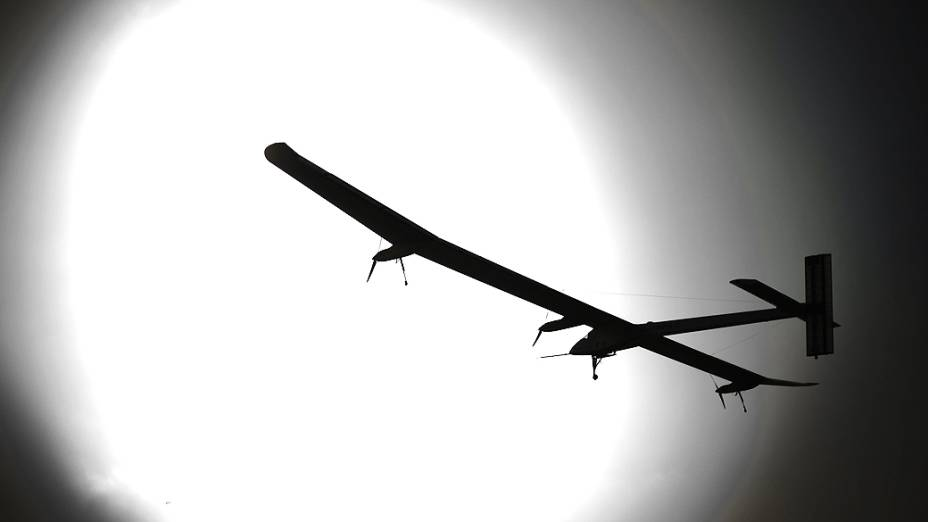 Aeronave suíça movida a energia solar batizada Solar Impulsive decola nesta quinta-feira (24) em Payerne, na Suíça, em seu primeiro voo intercontinental, rumo ao Marrocos