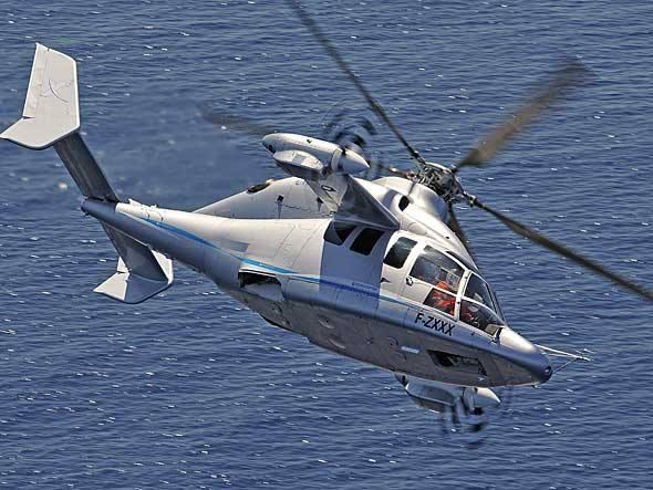 Híbrido entre helicóptero e avião, o X3, da Eurocopter, decola na vertical, mas possui duas hélices laterais capazes de impulsioná-lo a mais de 400 km/h, além de asas que ajudam na sustentação