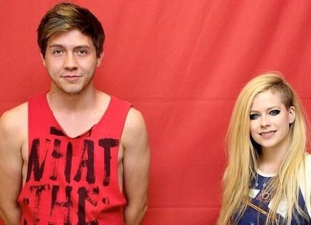Avril Lavigne cobra caro para tirar foto com fãs brasileiros, mas evita proximidade