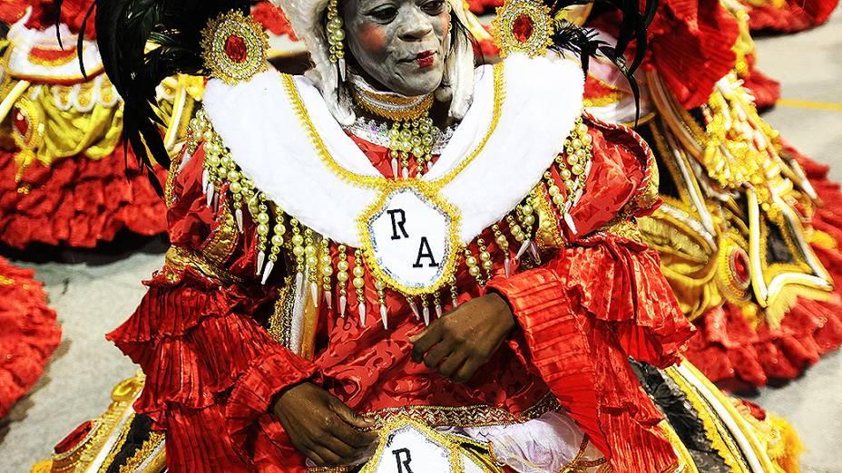Escola desfilou o enredo Dragão, guardião real mostra o seu poder e soberania na corte do carnaval
