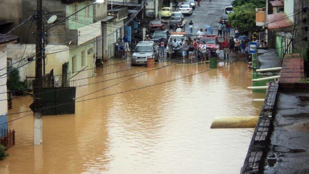 Saída de Laje do Muriaé para o município vizinho de Miracema está inundada