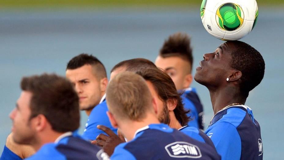 Balotelli no primeiro treino da Itália no Brasil, na segunda-feira, no Rio de Janeiro: grande esperança de gols da Azzurra na Copa das Confederações