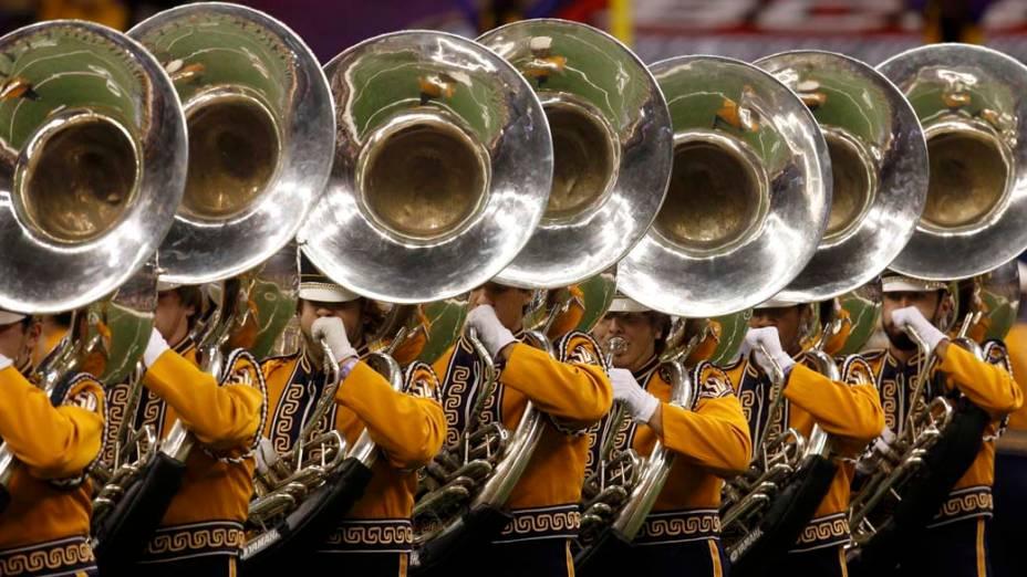 Banda durante campeonato nacional de futebol americano universitário em Nova Orleans, Estados Unidos