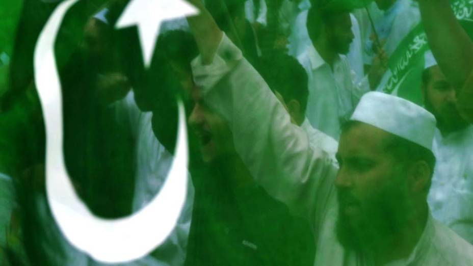 Na cidade de Peshawar, ativistas protestam contra a morte de Osama bin Laden e exigem a saída das tropas americanas do Paquistão