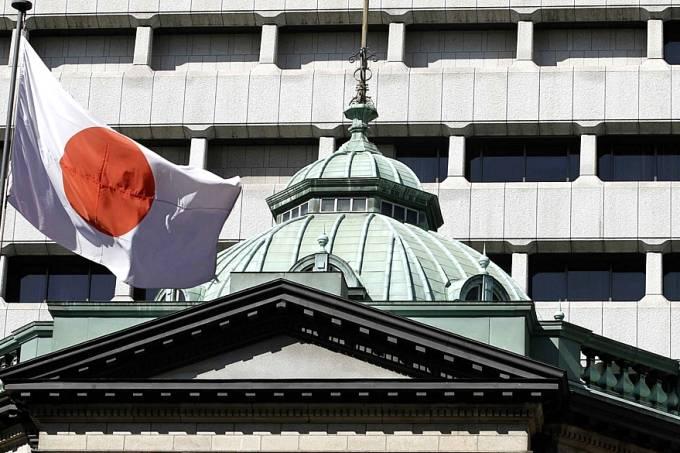 bandeira-na-sede-do-banco-do-japao-original.jpeg