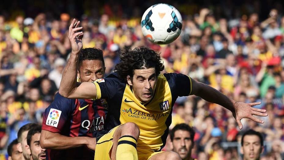 Meia português Tiago teve trabalho diante do ataque do Barcelona