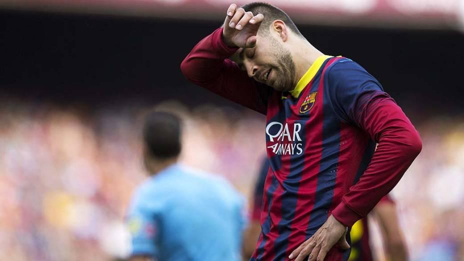 De volta à equipe, Gerard Piqué se lançou ao ataque, mas não conseguiu o gol salvador