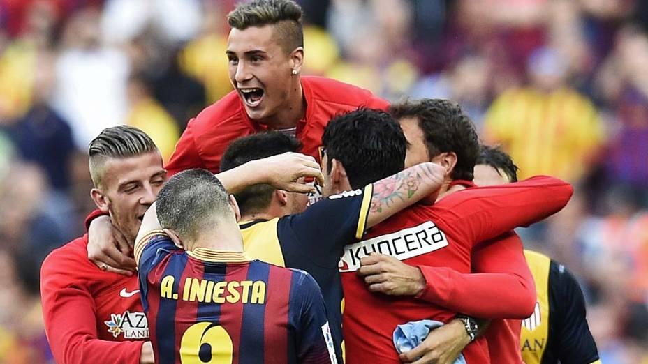 Alexis Sánchez marcou um golaço e deu esperanças ao Barcelona no fim da primeira etapa