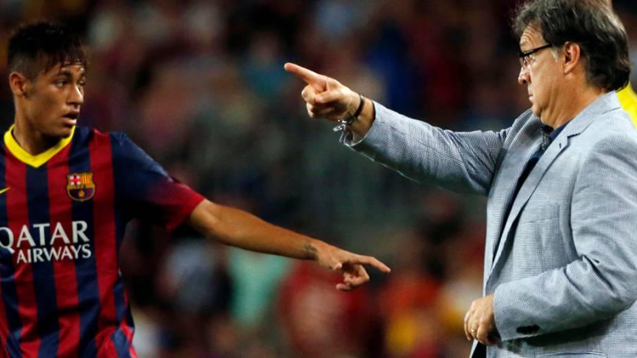 O técnico Tata Martino e Neymar durante partida contra o Santos