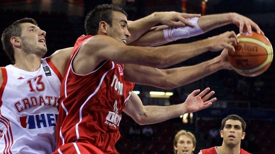 Croácia e Tunísia se enfrentam no Campeonato Mundial de Basquete em Istambul, na Turquia. A Croácia venceu por 84 a 64