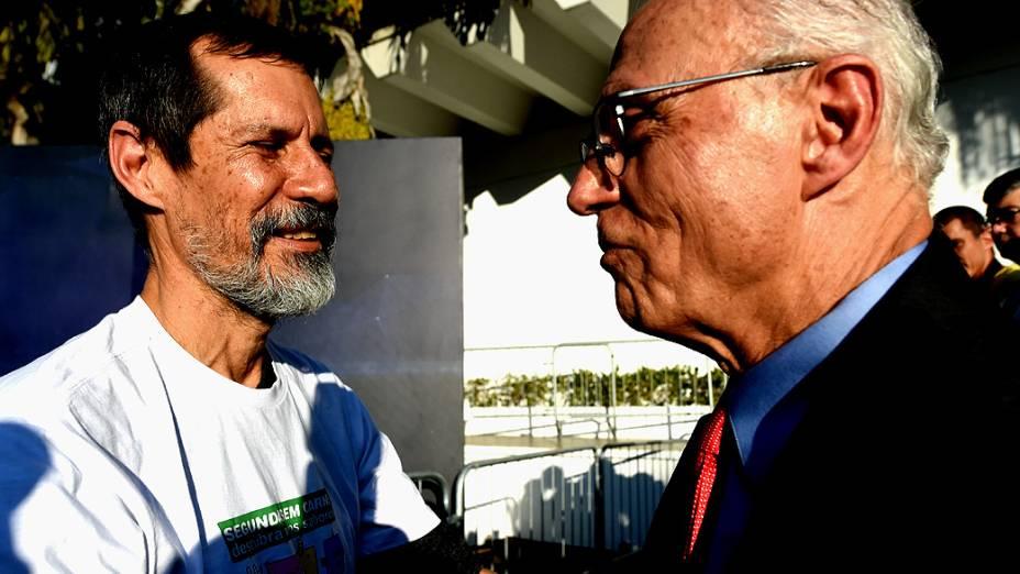 O candidato Eduardo Jorge (PV) chega para o debate dos presidenciáveis promovido pelo SBT, em 01/09/2014