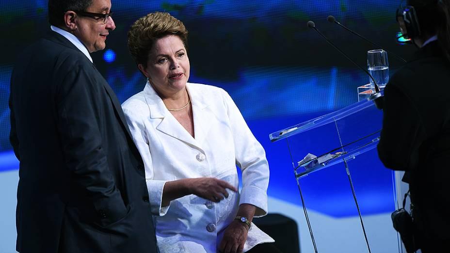 A presidenta Dilma Rousseff, candidata do PT à reeleição, durante primeiro debate transmitido pela TV desde o primeiro turno da eleição, em 5 de outubro