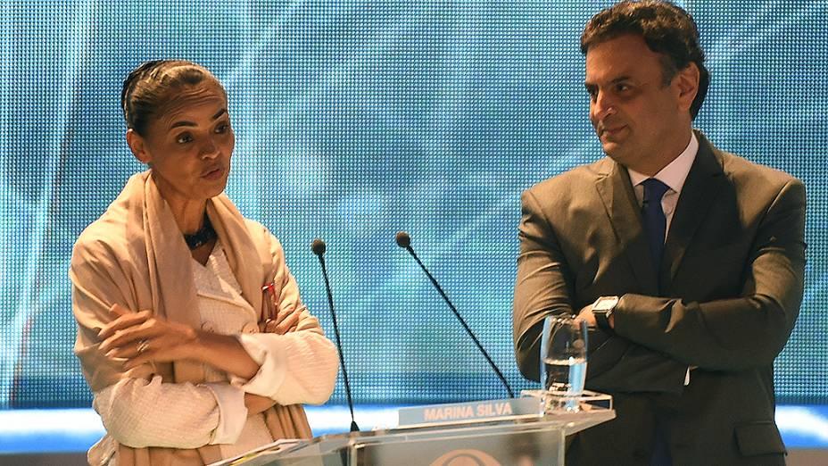 DE OLHO EM VOCÊ - A candidata Marina Silva (PSB) e o candidato Aécio Neves (PSDB), durante o intervalo do debate dos presidenciáveis