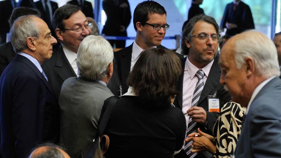 Os principais advogados que atuam no processo do mensalão acompanham o início da votação no Supremo Tribunal Federal, em Brasília