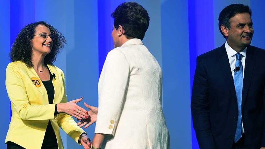 As candidatas à Presidência da República Luciana Genro (PSOL) e Dilma Rousseff (PT) se cumprimentam, antes do debate promovido pela Globo, no Rio