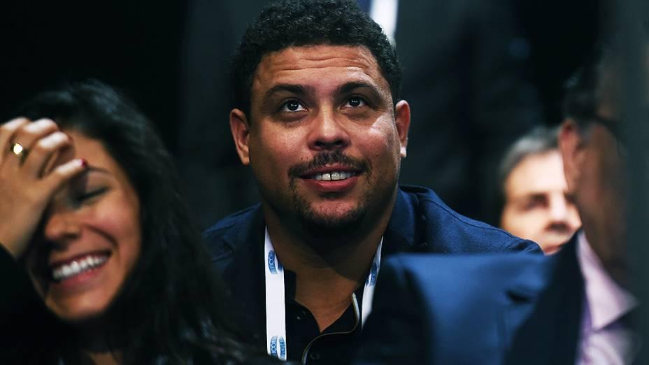 O ex-jogador Ronaldo comparece ao debate dos presidenciávies promovido pela Globo, no Rio