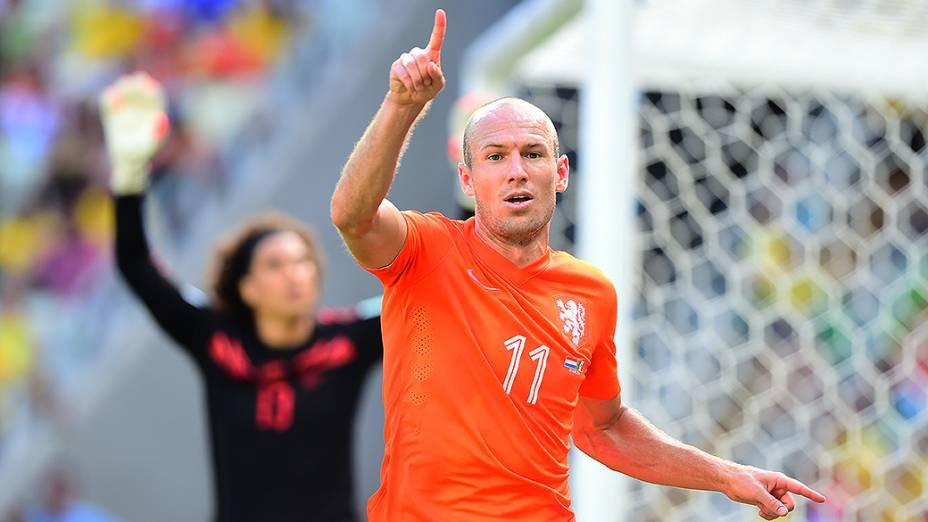 O holandês Robben comemora gol contra oMéxico no Castelão, em Fortaleza