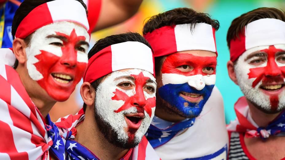 Torcedores dos Estados Unidos durante o jogo contra a Bélgica na Arena Fonte Nova, em Salvador