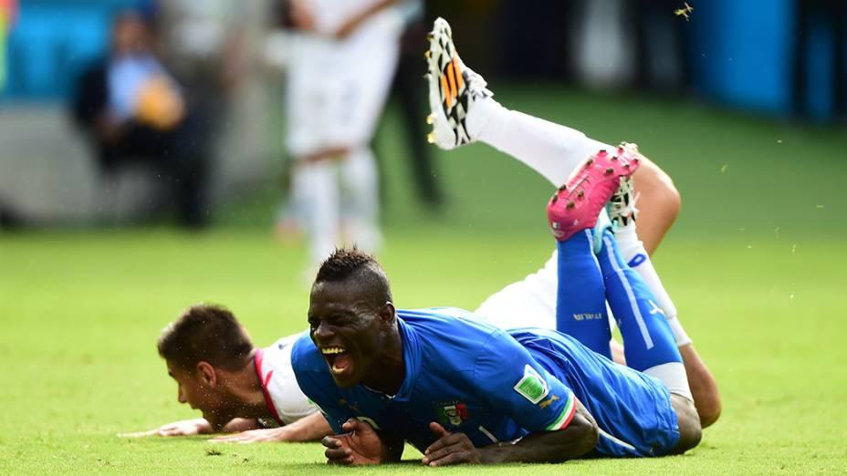 Mario Balotelli, da Itália, durante o jogo contra a Costa Rica na Arena Pernambuco, em Recife