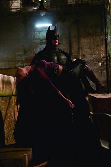 Christian Bale e Katie Holmes em Batman Begins