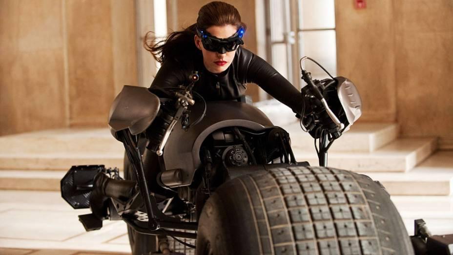 "Anne Hathaway interpreta a Mulher-Gato em ""Batman: O Cavaleiro das Trevas Ressurge"""