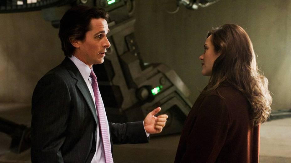 """Christian Bale (Bruce Wayne) e Marion Cotillard (Miranda Tate), em cena do filme """"Batman: O Cavaleiro das Trevas Ressurge"""""""