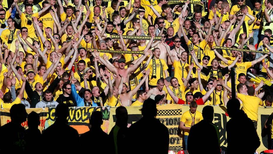 Torcedores do Borussia Dortmund antes da partida final da Champions League contra o Bayern de Munique no estádio de Wembley, em Londres