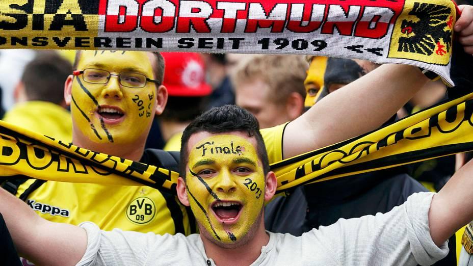Torcedores da Borussia Dortmund, antes da final da Champions League contra a Bayern Munique no Estádio de Wembley, em Londres