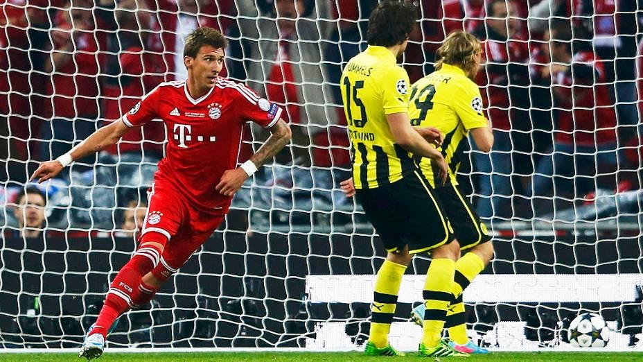 Atacante Mario Mandzukic comemora o gol da final da Liga dos Campeões entre Borussia Dortmund e Bayern de Munique no estádio de Wembley, em Londres
