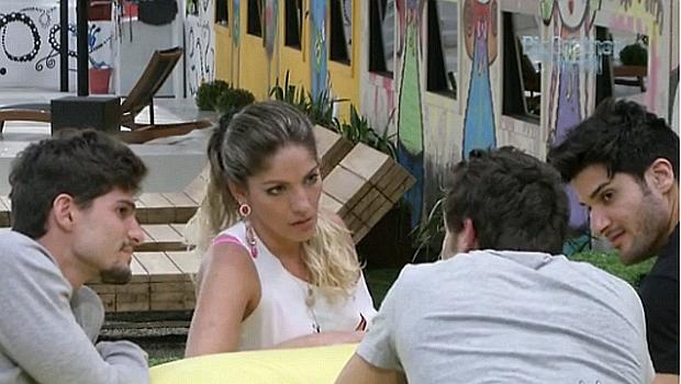 Anamara discute com Elieser (de costas) no BBB 13: relação difícil