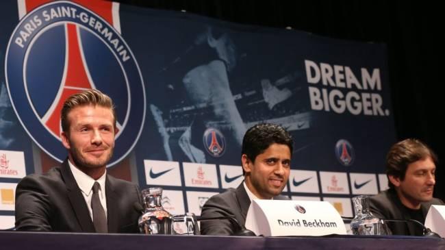 David Beckham é apresentado no PSG, ao lado do presidente do clube e do brasileiro Leonardo, diretor esportivo da equipe francesa
