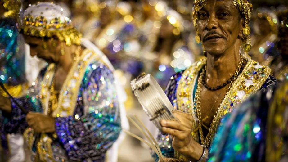 Integrantes da Beija-Flor durante desfile na Marquês de Sapucaí
