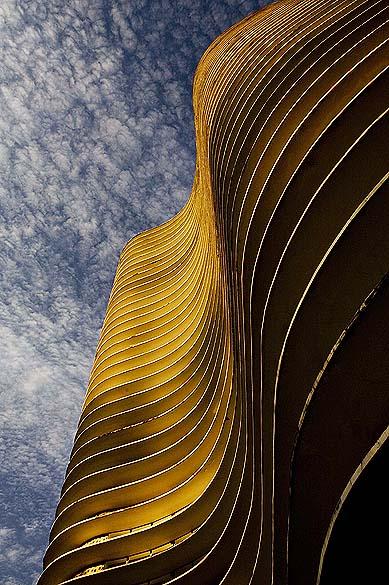 O edifício Niemeyer na Praça da Liberdade, em Belo Horizonte, foi projetado pelo arquiteto Oscar Niemeyer