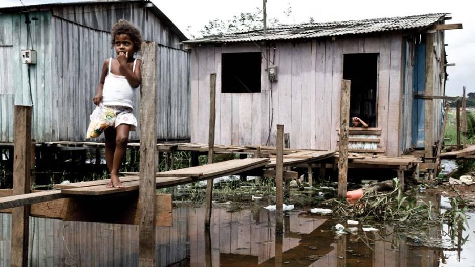Segundo a prefeitura de Altamira, 13.000 pessoas moram em palafitas. Com a chegada de Belo Monte, a promessa é tirá-las de lá e revitalizar o local