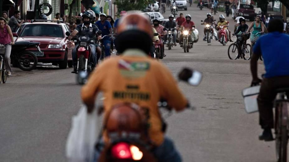 Frenético vai e vem de motos na cidade de Altamira. O número de mortes no trânsito cresceu nos últimos anos