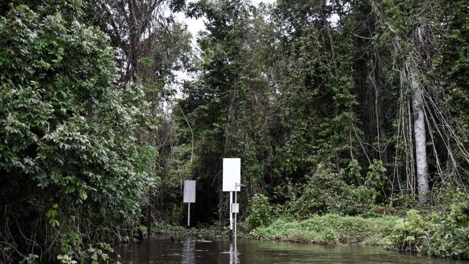 Marcadores e instrumentos para medição do nível do Xingu foram colocados no local onde será construída a principal barragem de Belo Monte