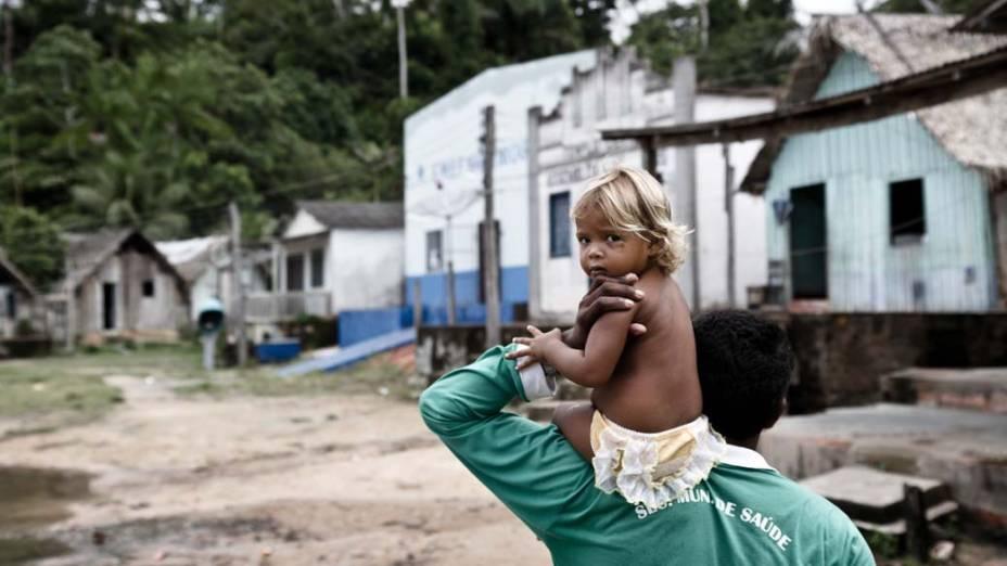 Vilarejo da Ilha da Fazenda: os 150 ribeirinhos, que vivem da pesca de peixes ornamentais e tucunarés, já pensam em sair. No local, a água do Xingu vai baixar