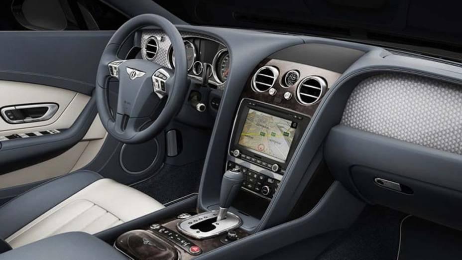 Bentley Continental GT V8 - O Bentley tem  autonomia para rodar 800 quilômetros com um tanque de gasolina