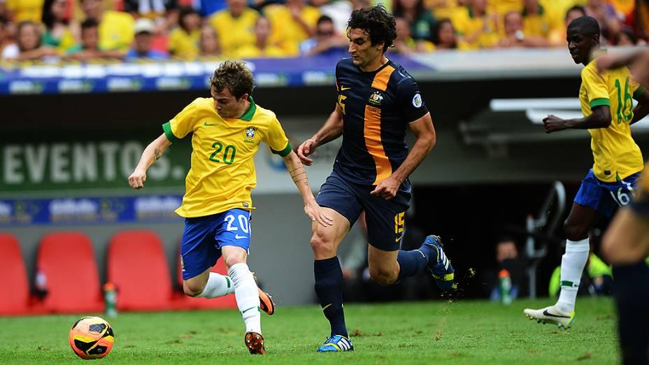 Bernard durante o amistoso entre Brasil e Austrália no estádio Mané Garrincha em Brasília