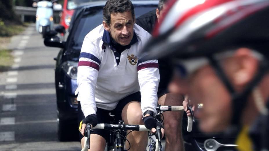 Presidente Nicolas Sarkozy anda de bicicleta em Cavalière, ao sul da França