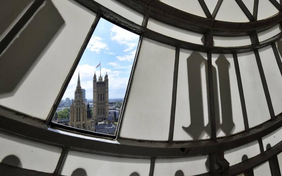 Vista do interior do relógio Big Ben, em Londres